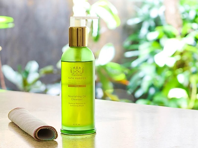 Video demo and instructions for dry oil cleansing method featuring Tata Harper Nourishing Oil Cleanser.