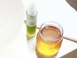 Skincare routine for acne. Try a minimal and gentle skincare routine, washing your face with honey or oil cleansing.